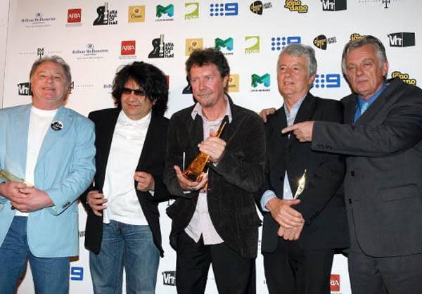 mgid:file:gsp:scenic:/international/mtv.com.au/Music_Entertainment/Artists/Dingoes_edited-1.jpg