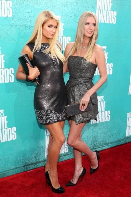 Paris and Nicky Hilton arrive at the 2012 MTV Movie Awards.