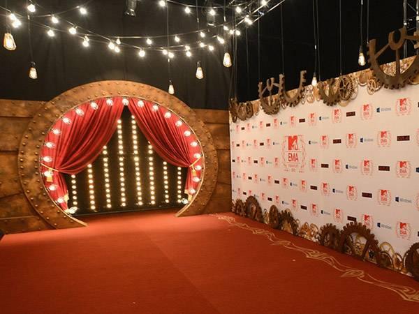 The 2012 EMA Red Carpet Entrance
