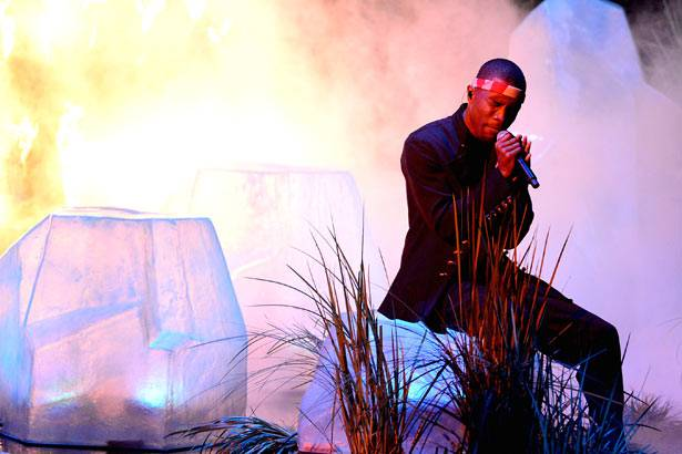 Frank Ocean performs 'Thinking Bout You' @ the '2012 MTV VMAs'!