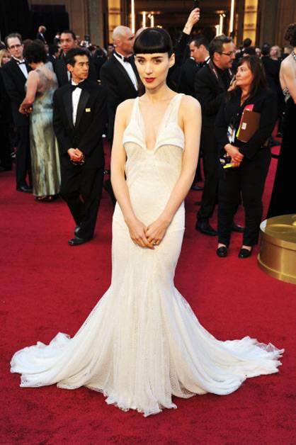 Rooney Mara stuns at the 2012 Oscars.