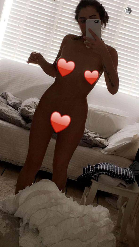 marnie-simpson-naked-selfie-snapchat.jpg