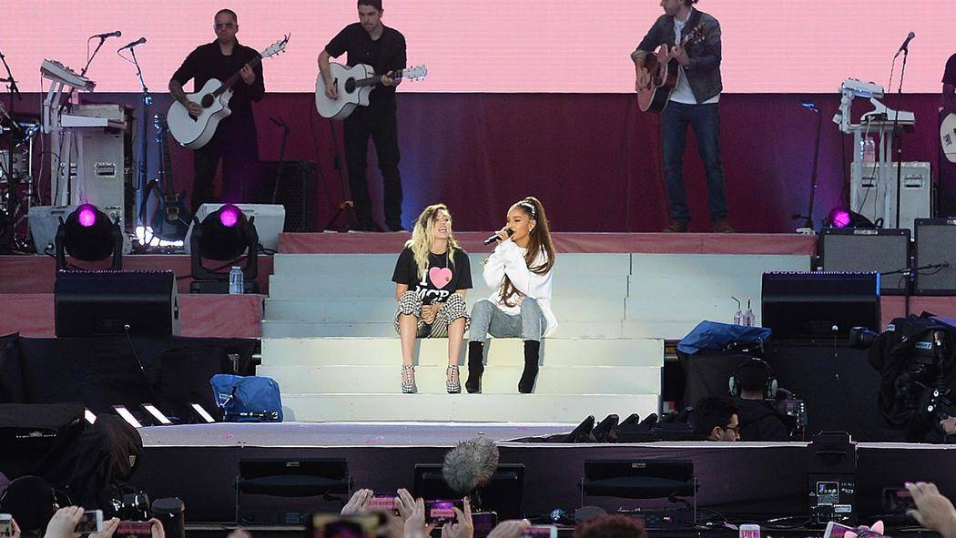 13_040617_one_love_manchester_performers_gallery_ari_and_miley.jpg