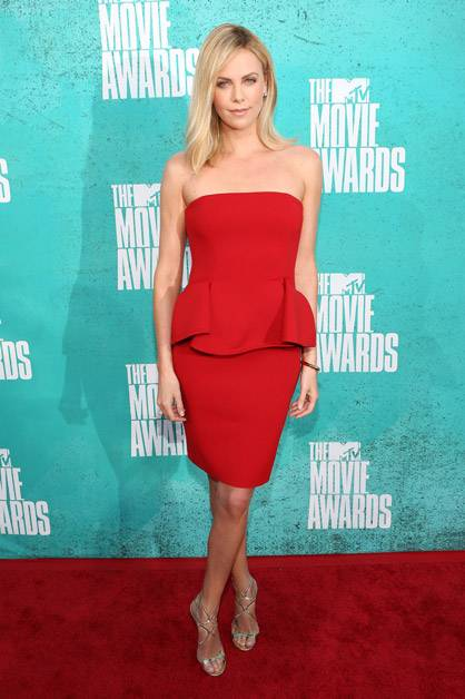 The gorgeous Charlize Theron arrives at the 2012 MTV Movie Awards.