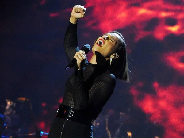 Alicia Keys Performs @ The '2012 MTV EMA' in Frankfurt!