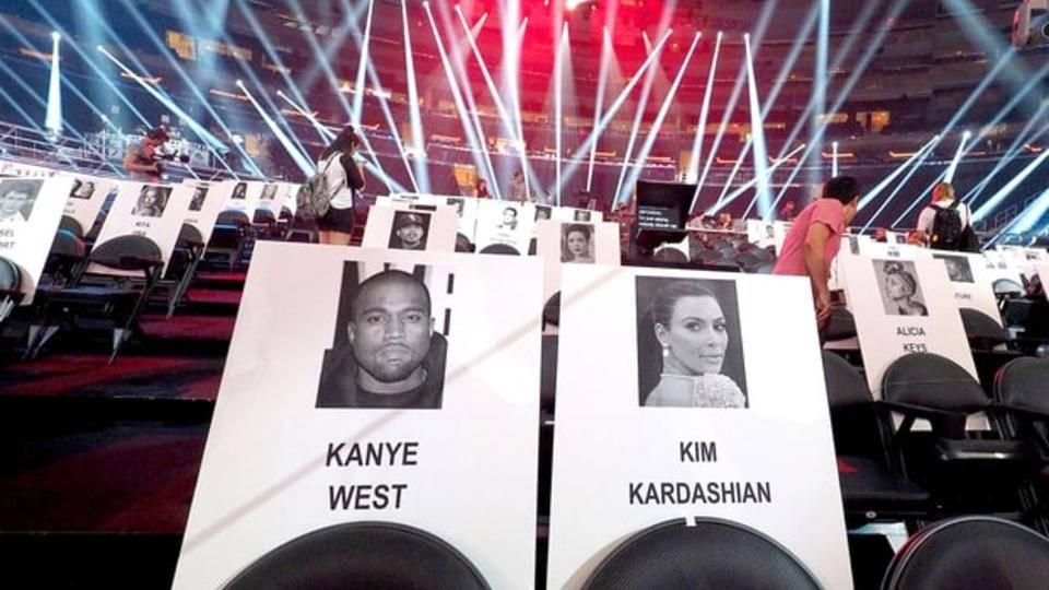 kanye-west-kim-kardashian-vma-seats-zoom-adb4a05e-8719-43d4-bcb6-3e6667a6d1f5.jpg