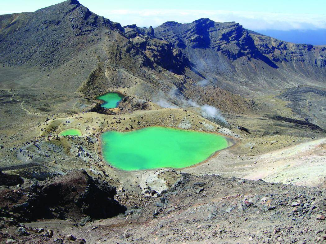 tongariro_alpine_crossing_emerald_lakes_ruapehu_region.jpg