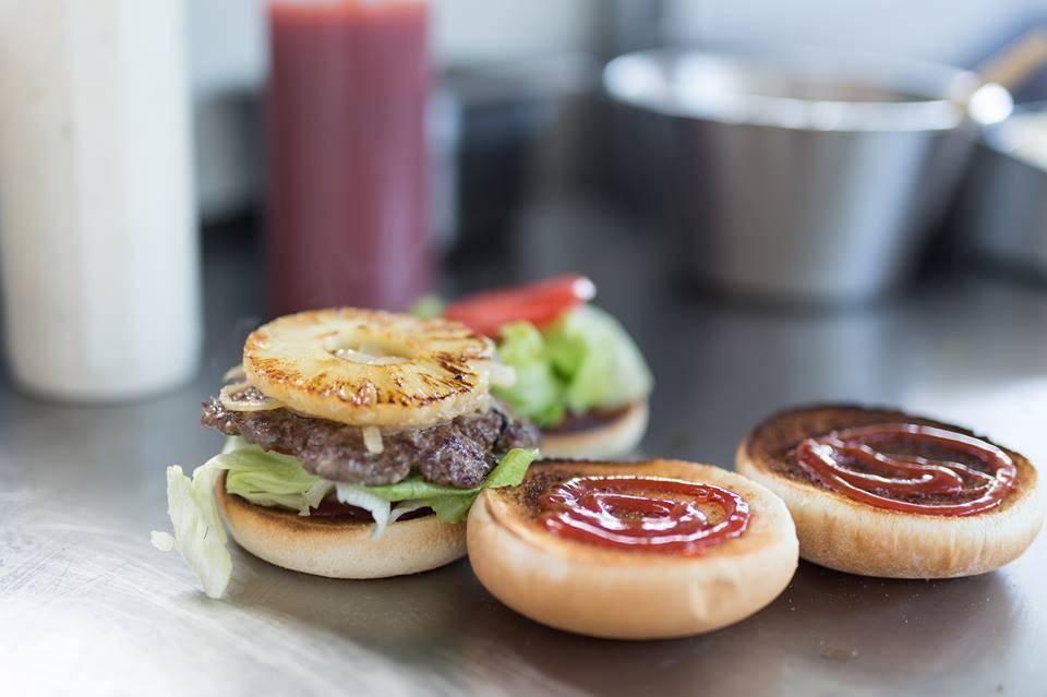 the_white_lady_auckland_burger.jpg