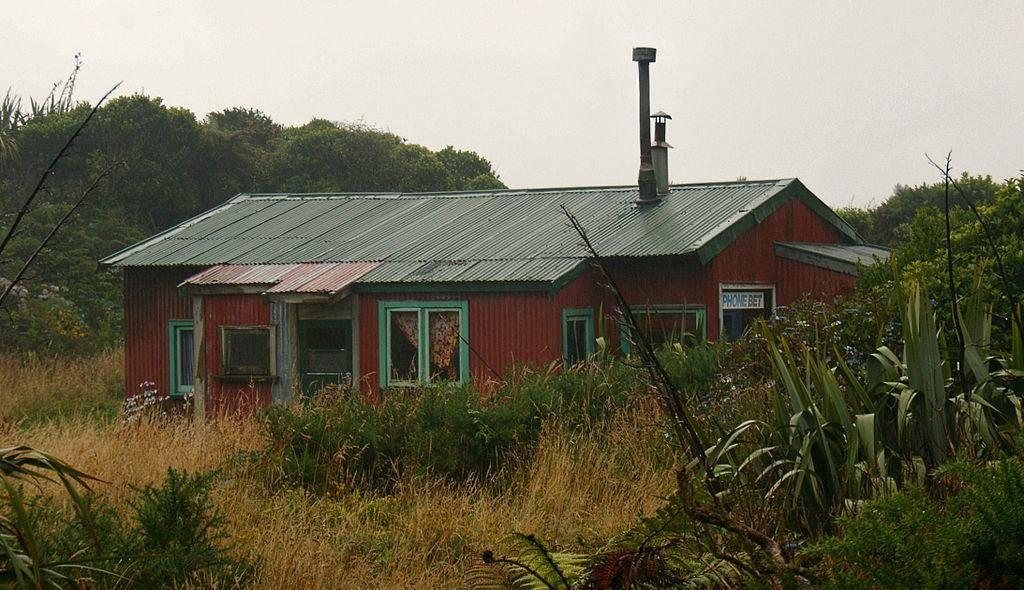 1024px-coastal_cottage_at_charleston.jpg