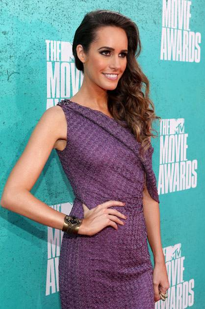 The lovely Louise Roe arrives at the 2012 MTV Movie Awards.