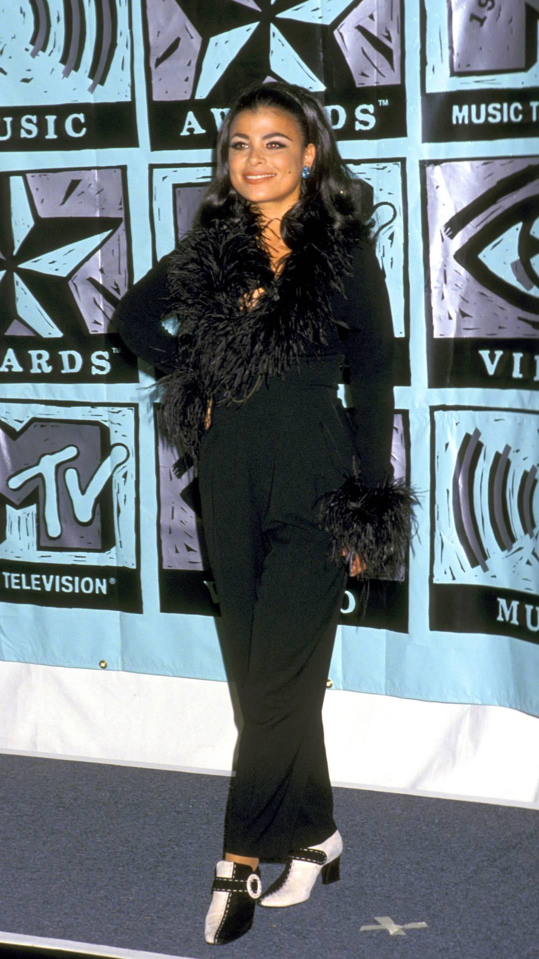 MTV Video Music Awards 2021   Are These MTV VMA 90s Looks Making a Comeback?   Paula Abdul   1080x1920