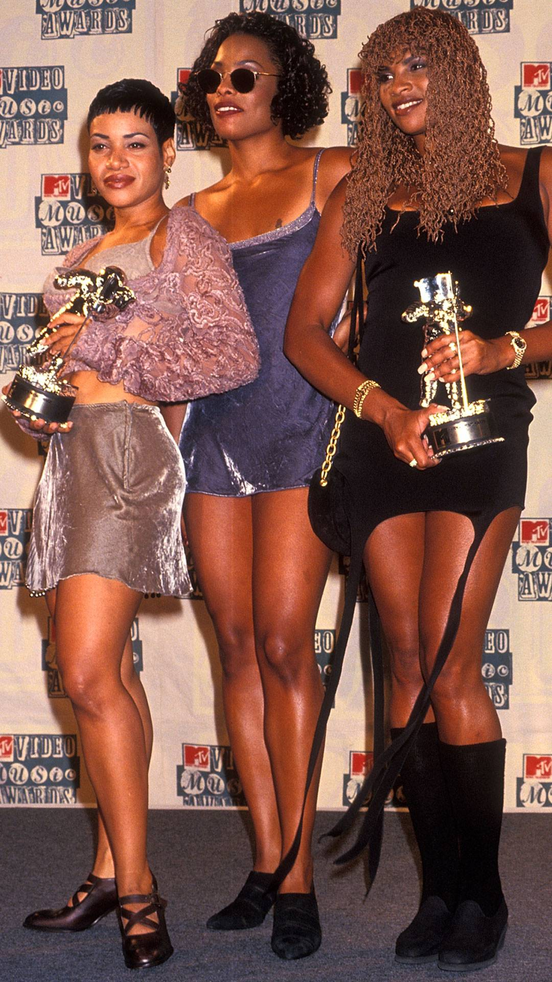 MTV Video Music Awards 2021   Are These MTV VMA 90s Looks Making a Comeback?   Salt-N-Pepa and DJ Spinderella   1080x1920