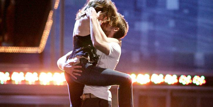 /content/ontv/movieawards/retrospective/photo/flipbooks/most-memorable-movie-awards-moments/2005-ryan-gosling-rachel-mcadams-10580033.jpg