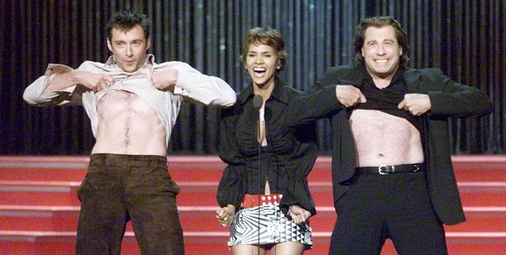 /content/ontv/movieawards/retrospective/photo/flipbooks/most-memorable-movie-awards-moments/2001-hugh-jackman-halle-berry-john-travolta-2250610.jpg