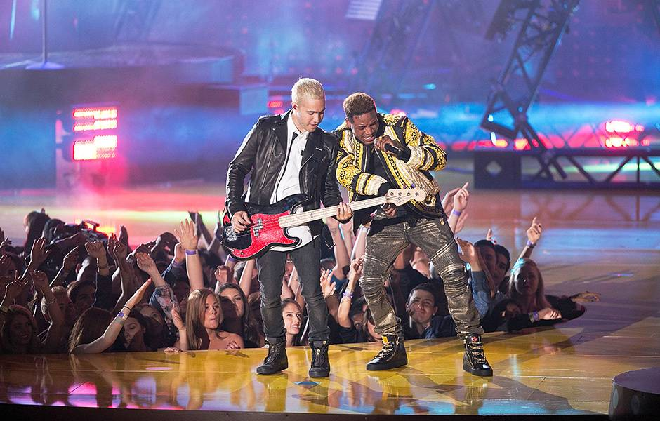 /content/ontv/movieawards/retrospective/photo/flipbooks/showstopping-musical-performances/2015-fall-out-boy-fetty-wap-469569556.jpg