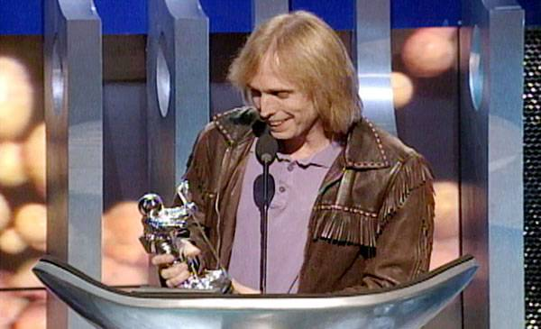 /content/ontv/vma/2007/images/archive/flipbooks/1995/1995_bestmale_tompetty_01.jpg