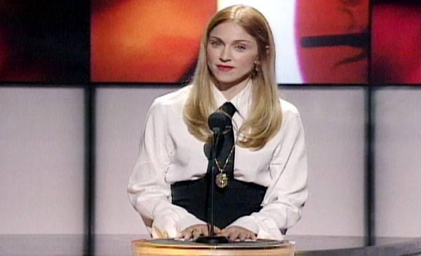 /content/ontv/vma/archive/images/1997/flipbook/1997_presenter_madonna_02.jpg