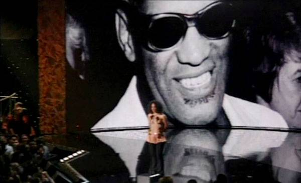 /content/ontv/vma/archive/images/2004/flipbook/2004_raycharles_04.jpg