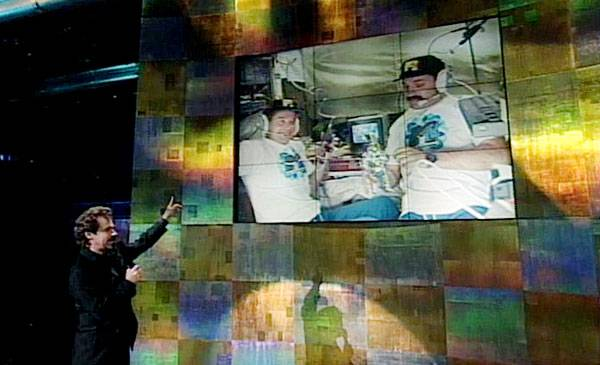 /content/ontv/vma/archive/images/1996/flipbook/1996_moonman_in_space2.jpg