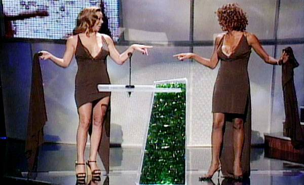 /content/ontv/vma/archive/images/1998/flipbook/1998_mariah_whitney_dress3.jpg