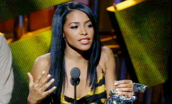 /content/ontv/vma/archive/images/2000/flipbook/2000_aaliyah1.jpg