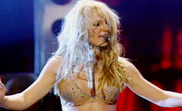 /content/ontv/vma/archive/images/2000/flipbook/2000_britney_perf1.jpg