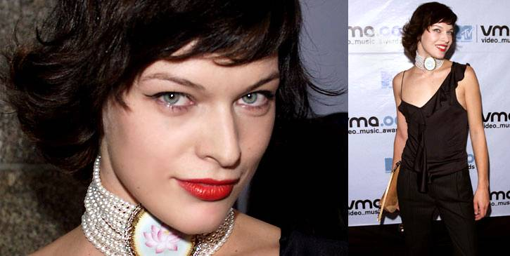 Milla Jovovich adds a regal flair to her simple black ensemble with some serious neck jewels at the 2000 VMAs.