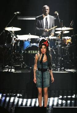 /content/music/ema/2007/images/flipbooks/highlights/amywinehouse2.jpg