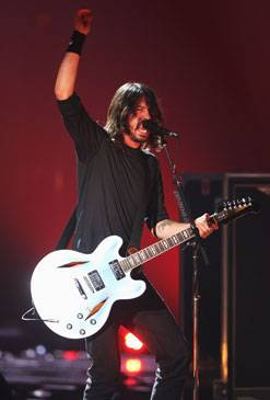 /content/music/ema/2007/images/flipbooks/highlights/foofighters2.jpg