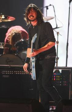 /content/music/ema/2007/images/flipbooks/highlights/foofighters3.jpg