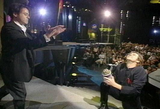 /content/ontv/movieawards/images/1995/flipbook/JimKneelingForAward.jpg