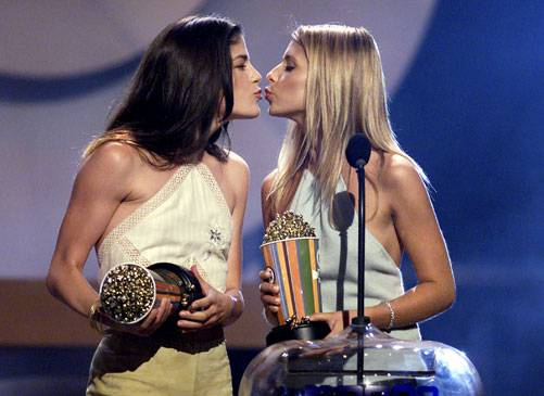 /content/ontv/movieawards/images/2000/flipbook/2000-best-kiss-winners.jpg