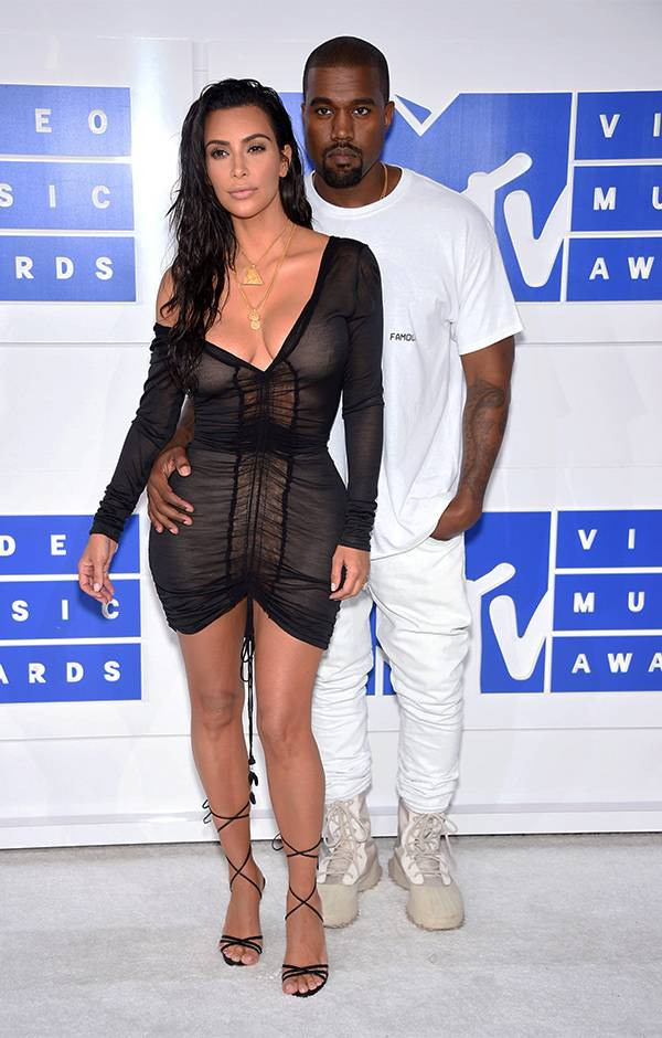 Multi-talented moguls Kim Kardashian and Kanye West looked fashion-forward (as usual) on the 2016 VMA red carpet.