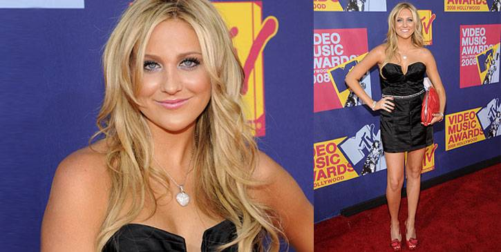 Stephanie Pratt looks sophisticated and spicy in her itsy bitsy black cocktail dress and red handbag at the 2008 VMAs.