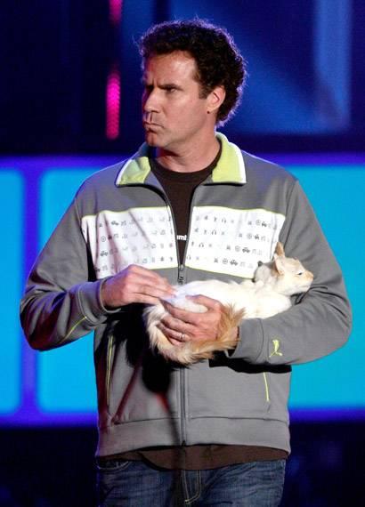/content/ontv/movieawards/2009/photo/flipbook/09-show-highlights/will-ferrell-cat-88087136.jpg