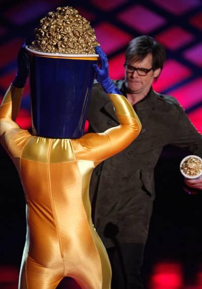 /content/ontv/movieawards/2009/photo/flipbook/09-show-highlights/popcorn-man-jim-carrey-88087224.jpg