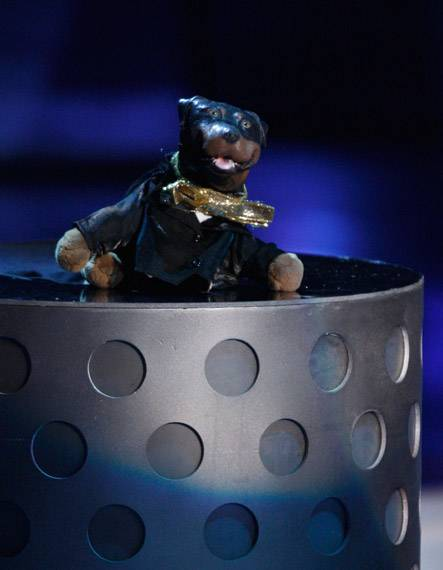 /content/ontv/movieawards/2009/photo/flipbook/09-show-highlights/triumph-insult-dog-88087746.jpg