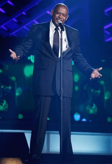 /content/ontv/movieawards/2009/photo/flipbook/09-show-highlights/forest-whitaker-sing-88087462.jpg