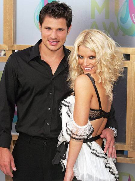 'Newlyweds' Nick Lachey and Jessica Simpson live it up at the 2005 MTV Video Music Awards, before trouble came to paradise.