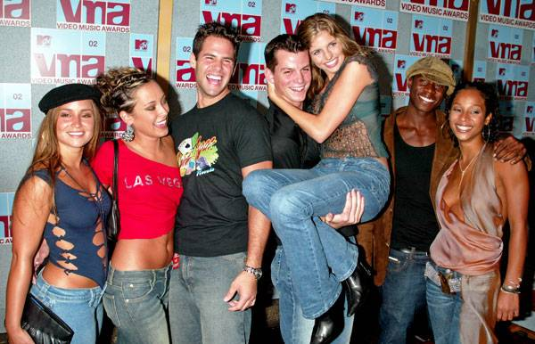 What are the odds? Veronica from 'Road Rules: Semester At Sea' and the entire cast of 'Real World: Las Vegas'--Brynn, Stephen, Frank, Trishelle, Alton, and Irulan--run into each other on the red carpet at the 2002 MTV Video Music Awards.