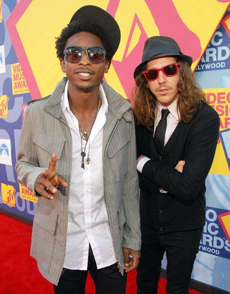 Shwayze and Cisco Adler of 'Buzzin' are too cool for school in their stunna shades at the 2008 MTV Video Music Awards.