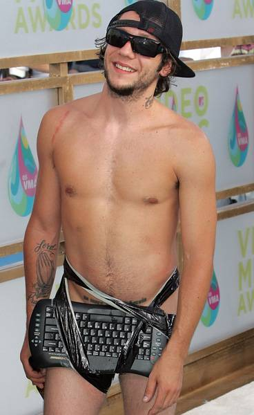 08.28.2005, Miami, FL: Skateboarder Brandon Novak takes a cue from good friend and Jackass alum Bam Margera, as he straps his keyboard to his lap with duct tape and calls it a runway success at the 2005 VMAs.