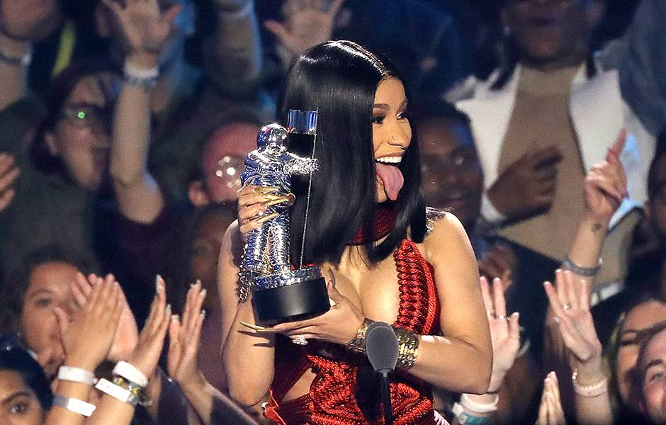 Cardi B poses with her VMA for Best Hip Hop.