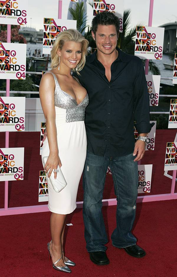 Jessica Simpson and Nick Lachey at the 2004 VMAs.