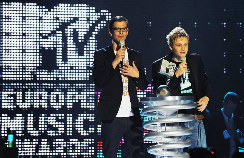 /content/music/ema/2009/photos/show-highlights/joko-winterscheidt-matthias-schweighoefer-92808660.jpg