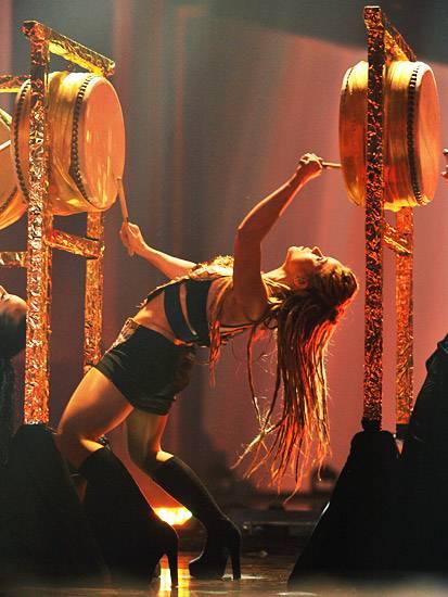 /content/music/ema/2009/photos/show-highlights/shakira-92807009.jpg