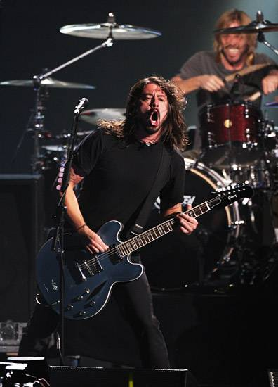 /content/music/ema/2009/photos/show-highlights/92805661-foo-fighters.jpg