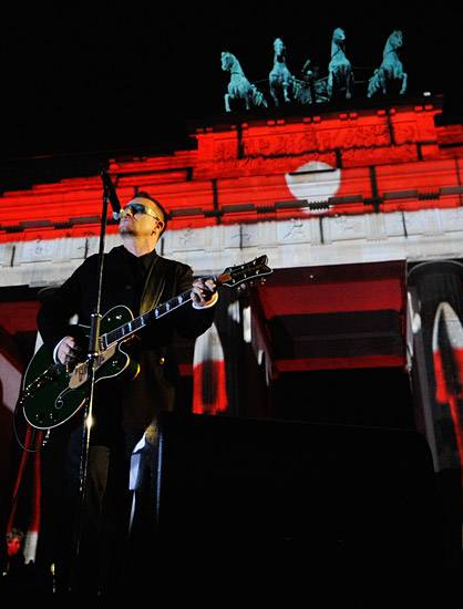 /content/music/ema/2009/photos/show-highlights/92806346-u2.jpg