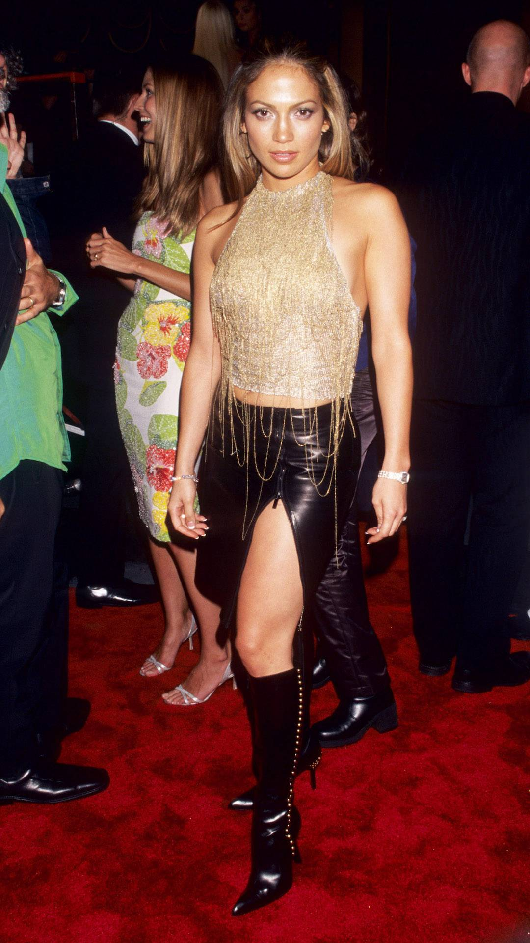 MTV Video Music Awards 2021   Are These MTV VMA 90s Looks Making a Comeback?   Jennfier Lopez   1080x1920