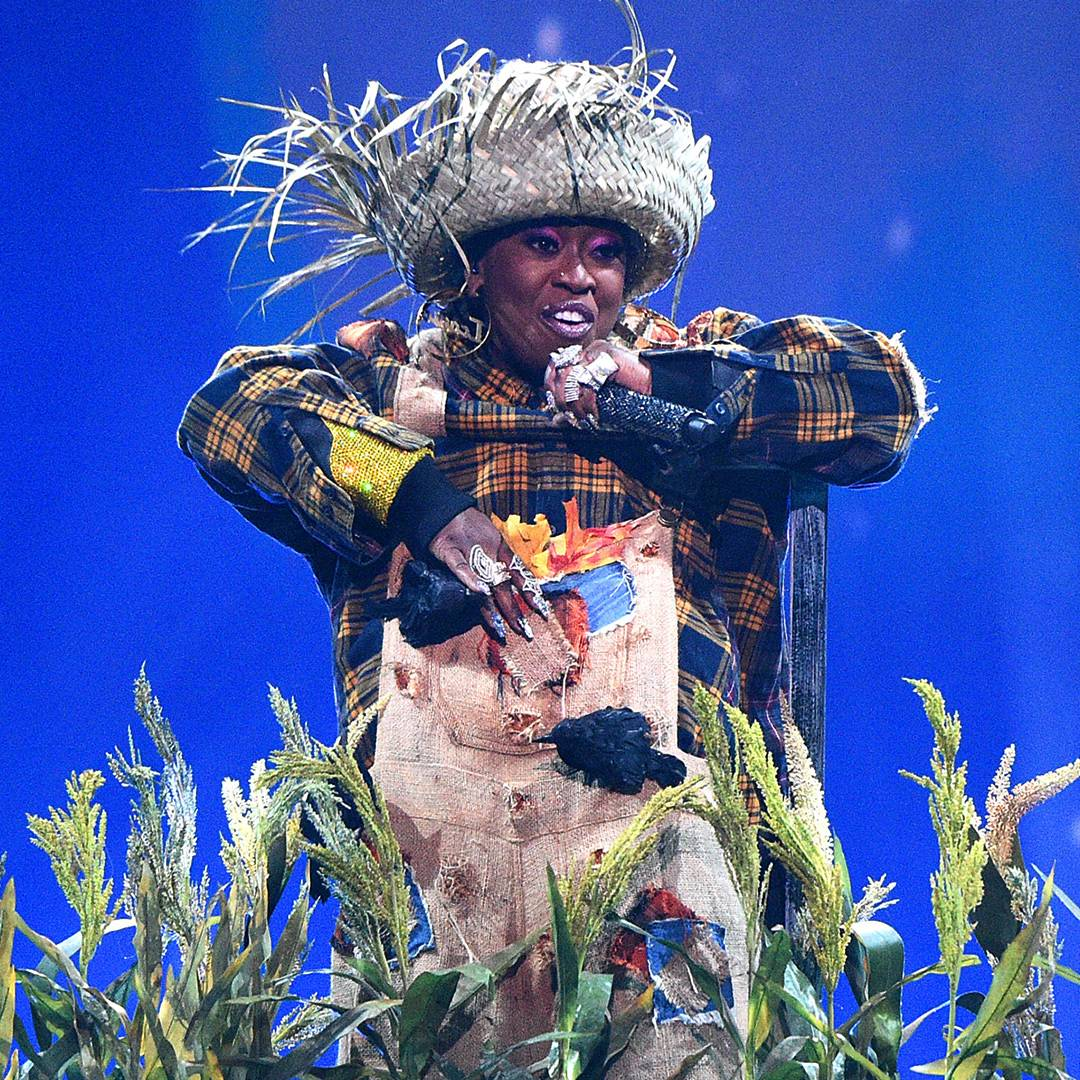"""Missy Elliott dresses like a scarecrow during a hits medley featuring """"Throw It Back,"""" """"Work It"""" and more."""